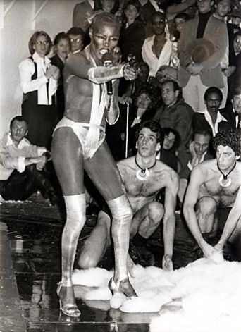 The insanely fabulous Grace Jones performs at the 1978 NYE bash