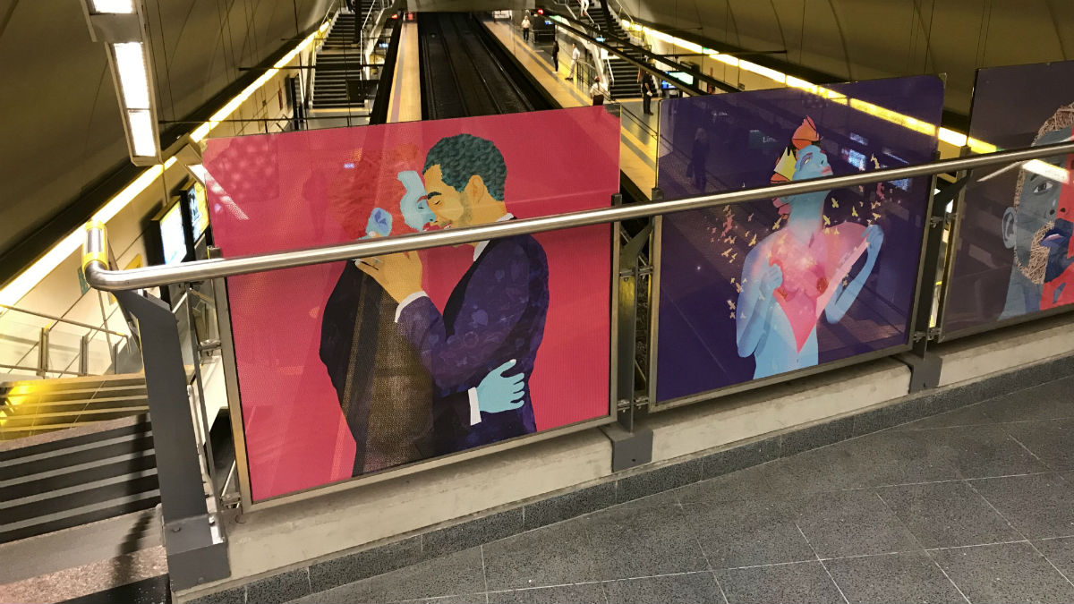 Images of same-sex couples feature in the Santa Fe – Carlos Jaúregui subway station