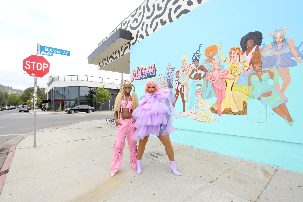 Symone and Kandy Muse in front of the new Las Vegas mural